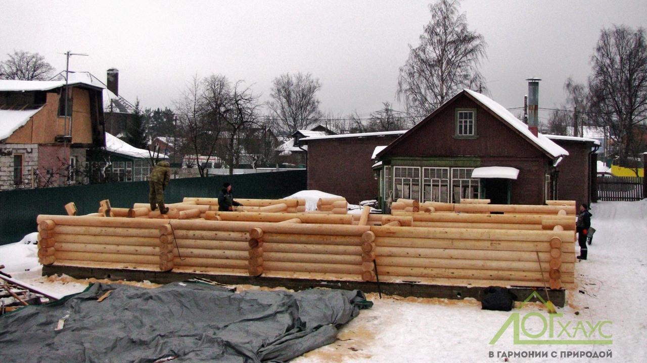 Установка стен бревенчатого дома