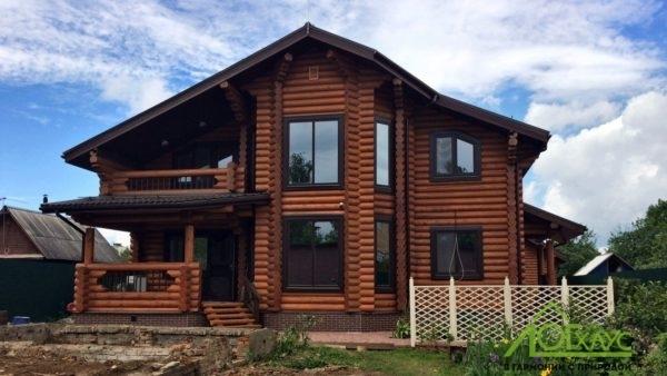 Дом из бревна с эркером и вторым светом 250 квадратных метров