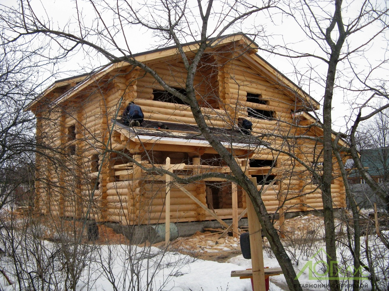 Сборка конструктива дома из бруса