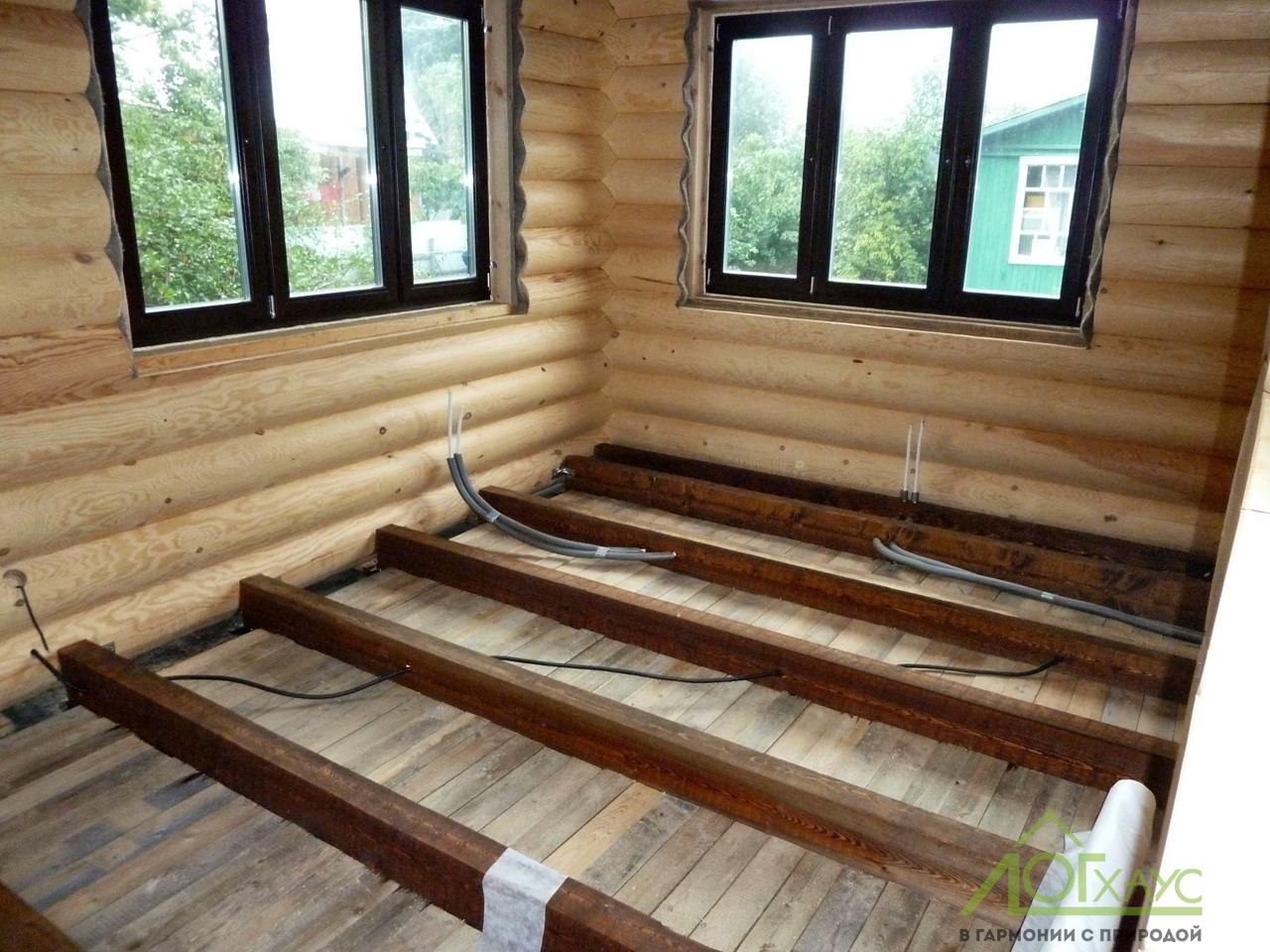 Монтаж инженерии в полу бревенчатого дома