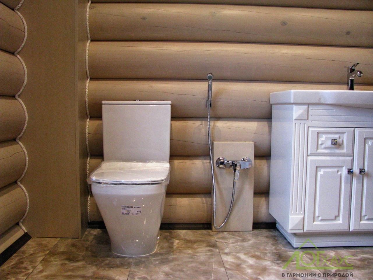 Установка сантехники в доме из бревна