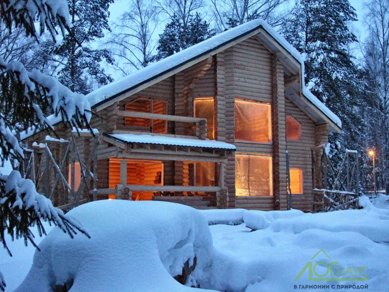 Покраска внутренних стен дома из бревна зимой