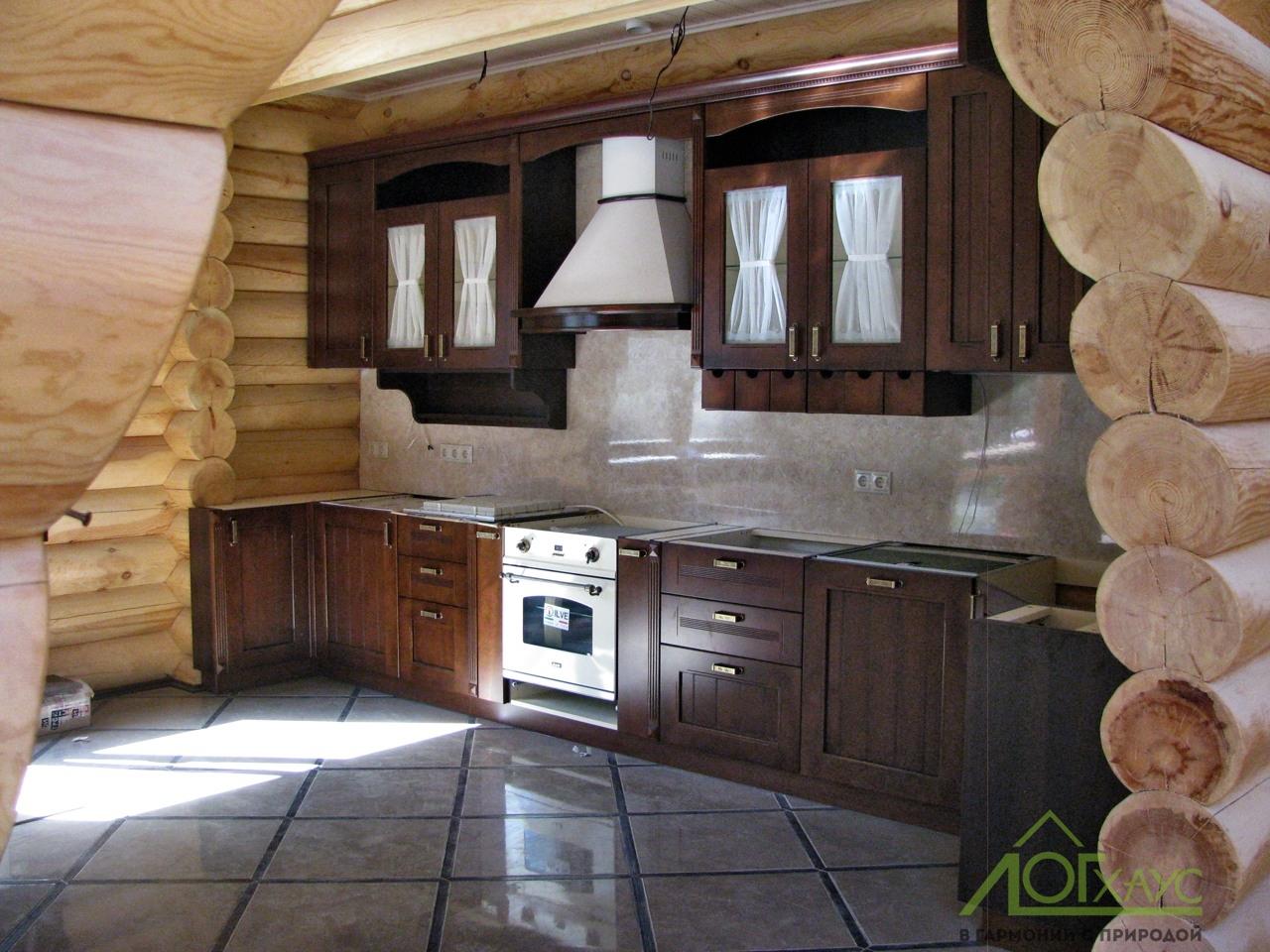 Установка кухонного гарнитура в доме из бруса