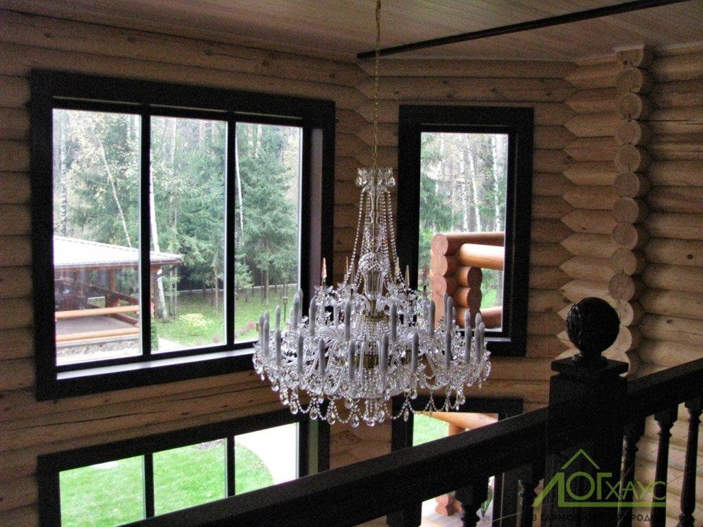 Второй свет в эркерном пространстве бревенчатого дома