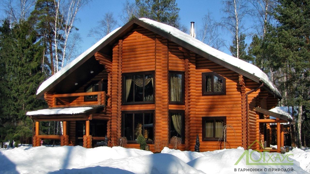 Деревянный дом с эркером 300 квадратных метров