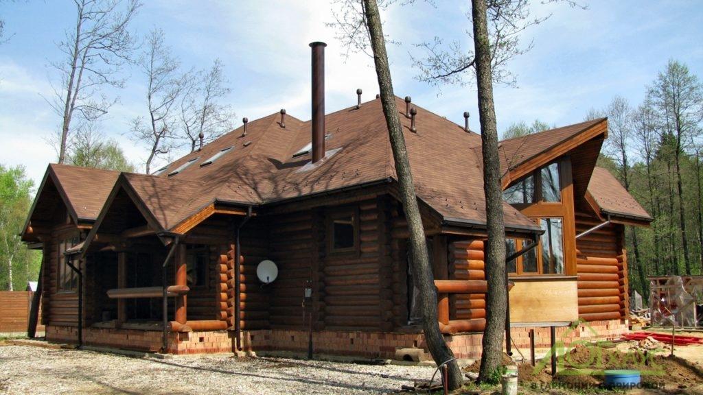Дом из бревна с каркасными элементами