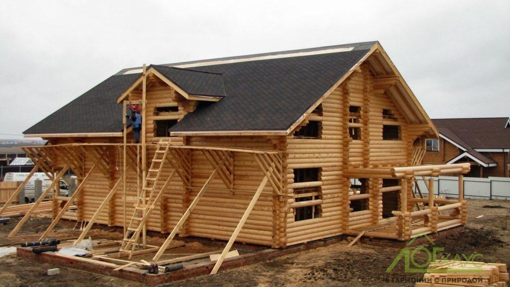 Дом из оцилиндрованного бревна готов к шлифовке