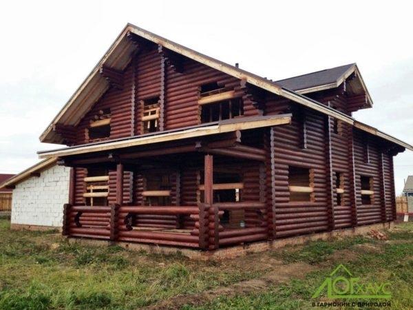 Шлифовка и покраска бревенчатого дома