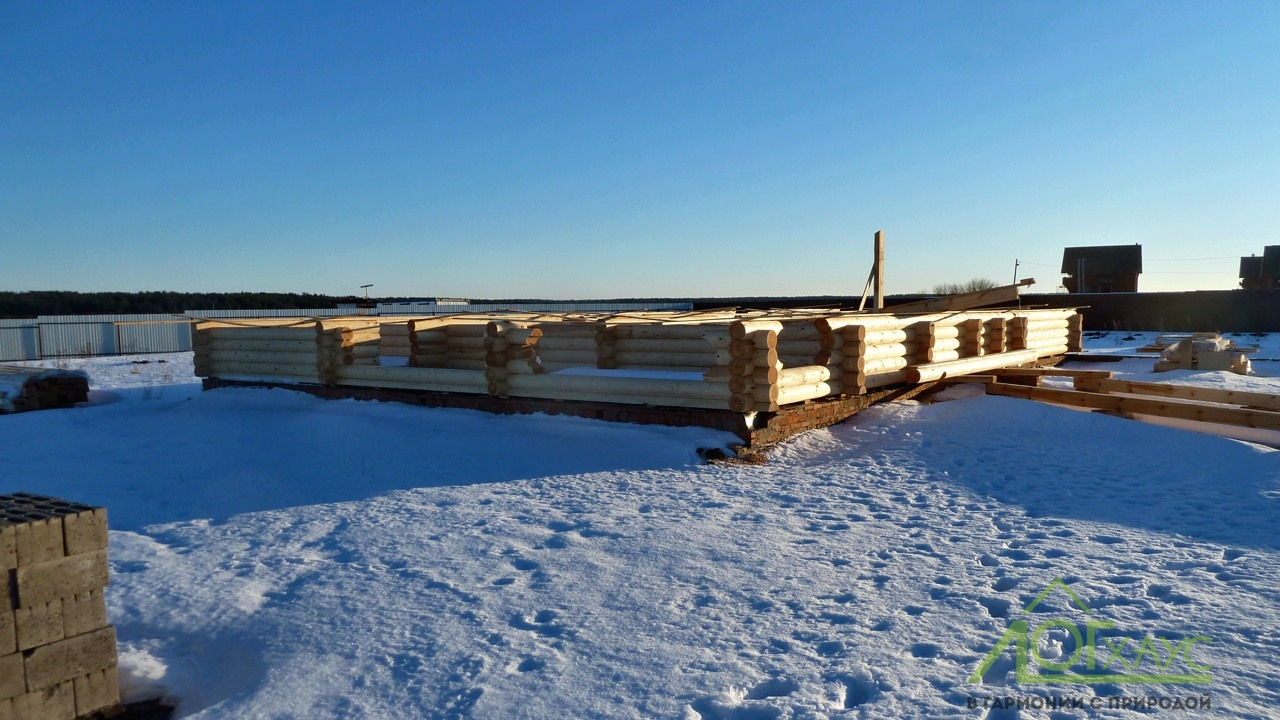 Сборка сруба из бревна зимой