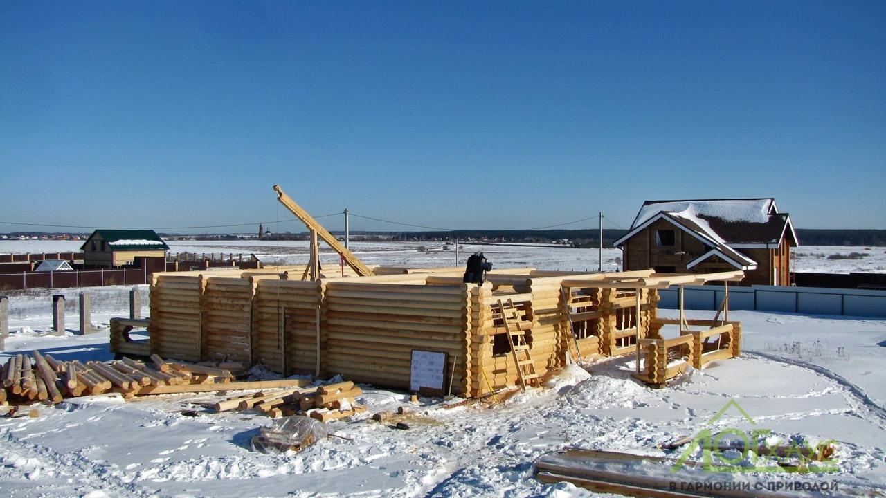Строительство сруба дома из оцилиндрованного бревна