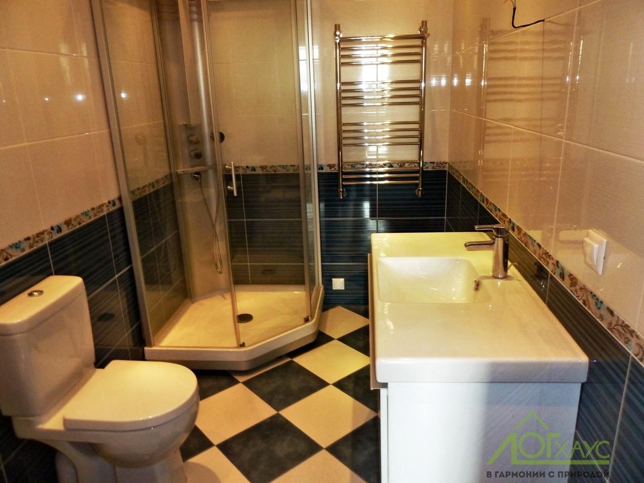 Туалет в бревенчатом доме