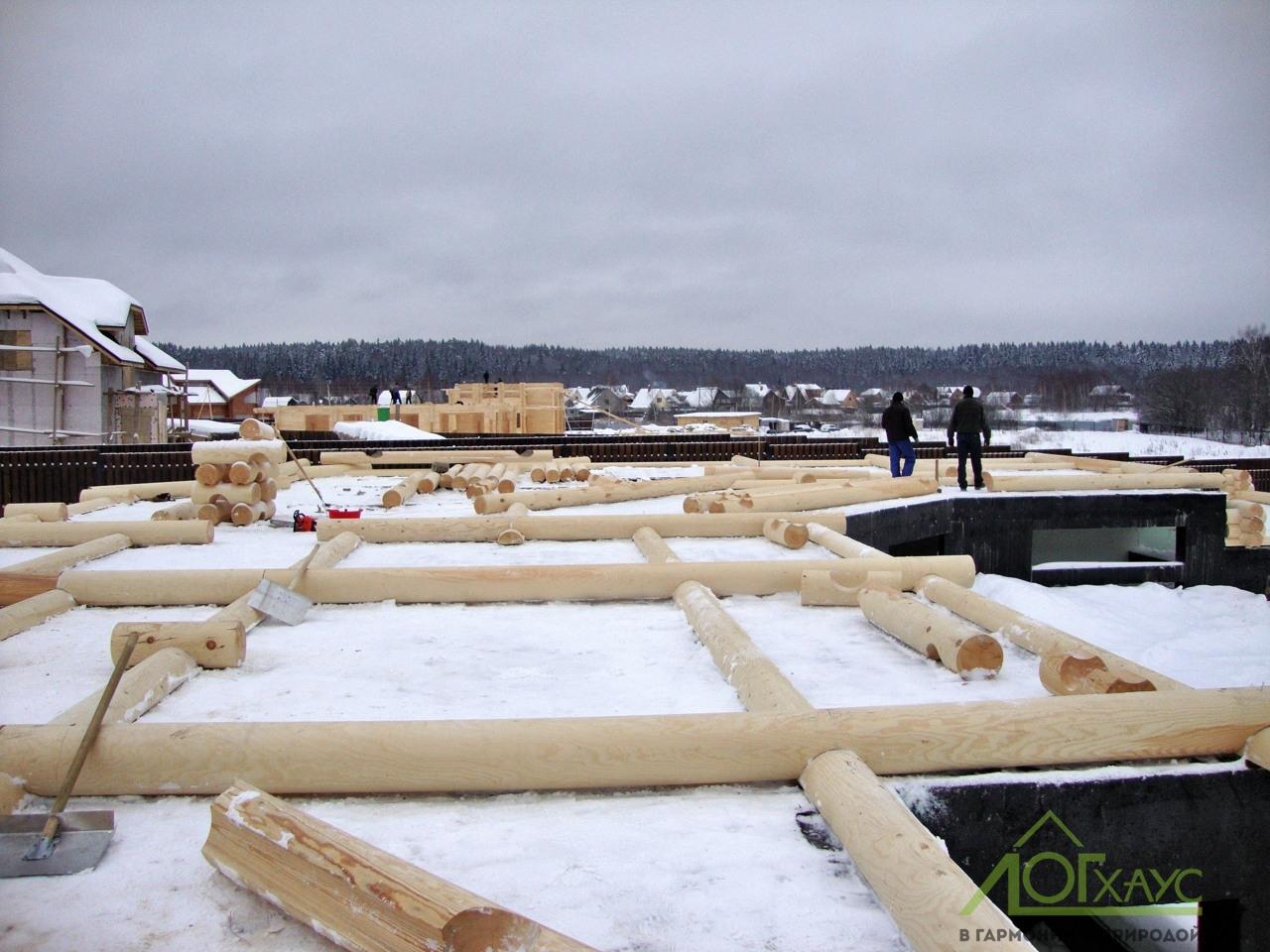 Зимняя сборка дома из бревна