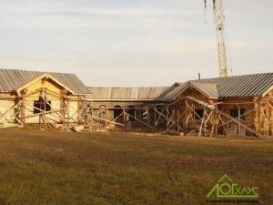Баня и дом срубленные вручную
