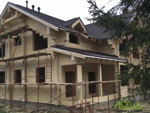 Загородный дом из клееного бруса в процессе возведения