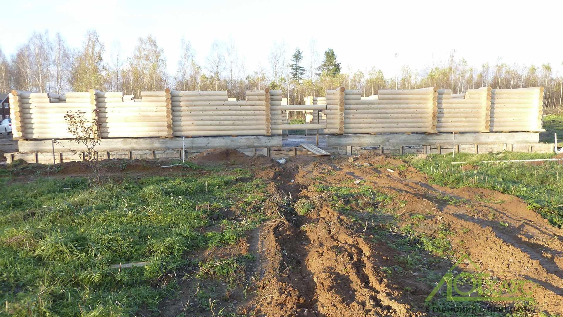 Сруб скотного двора
