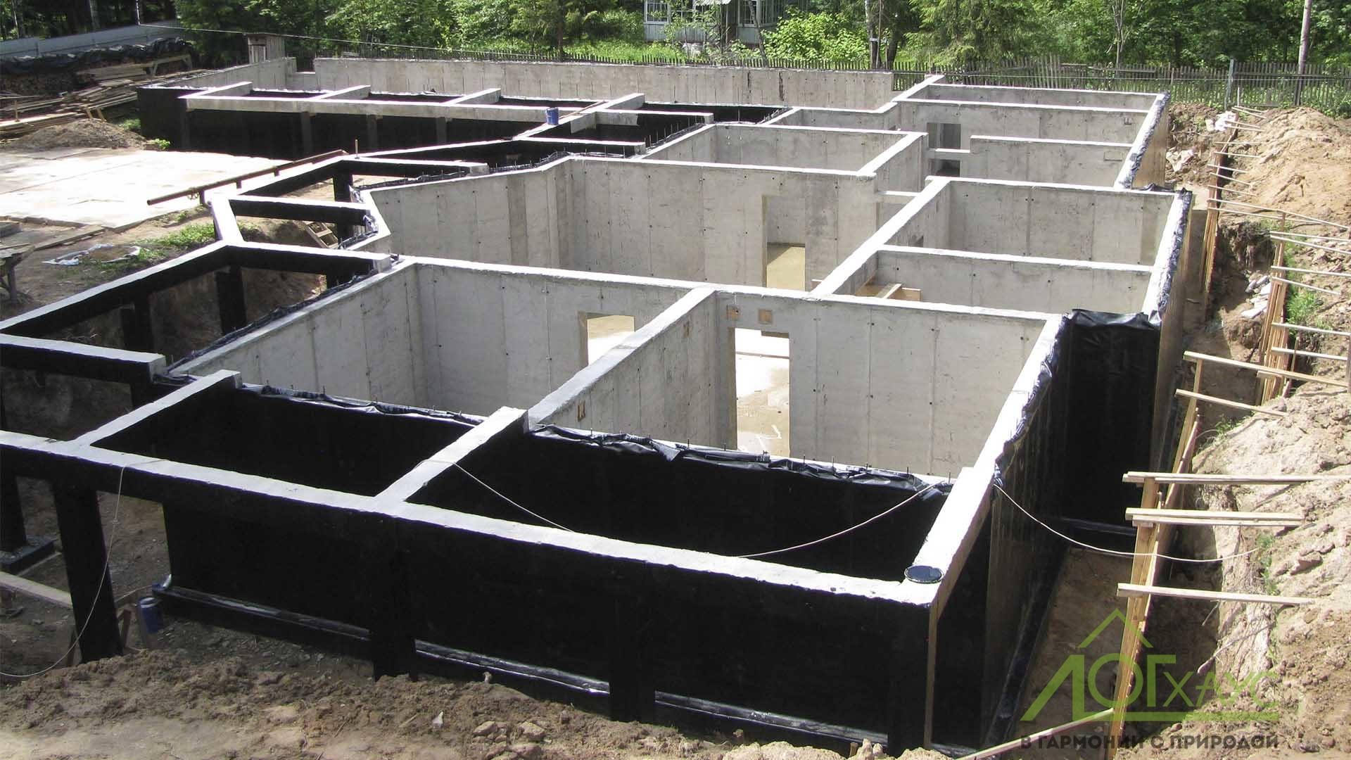 Монтаж стен цокольного этажа из бетона