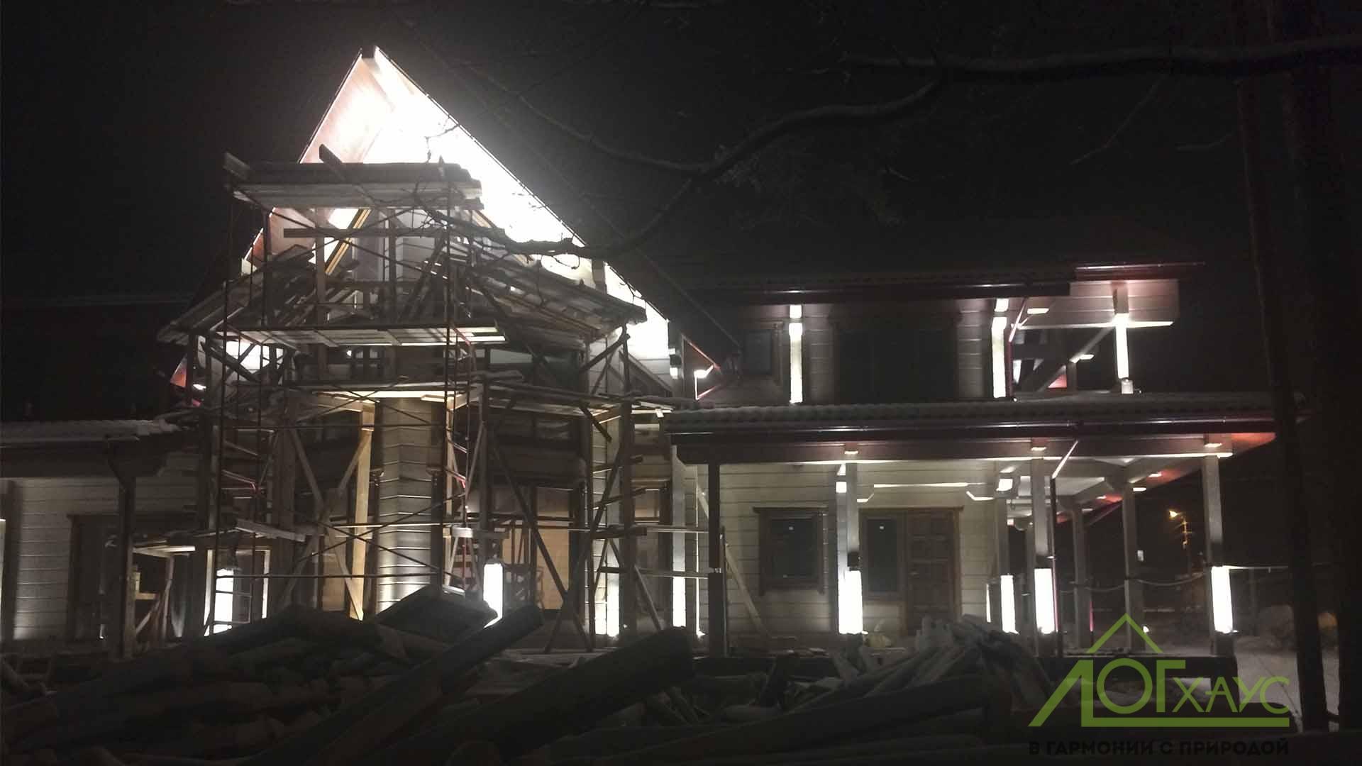 Освещение фасада брусового дома