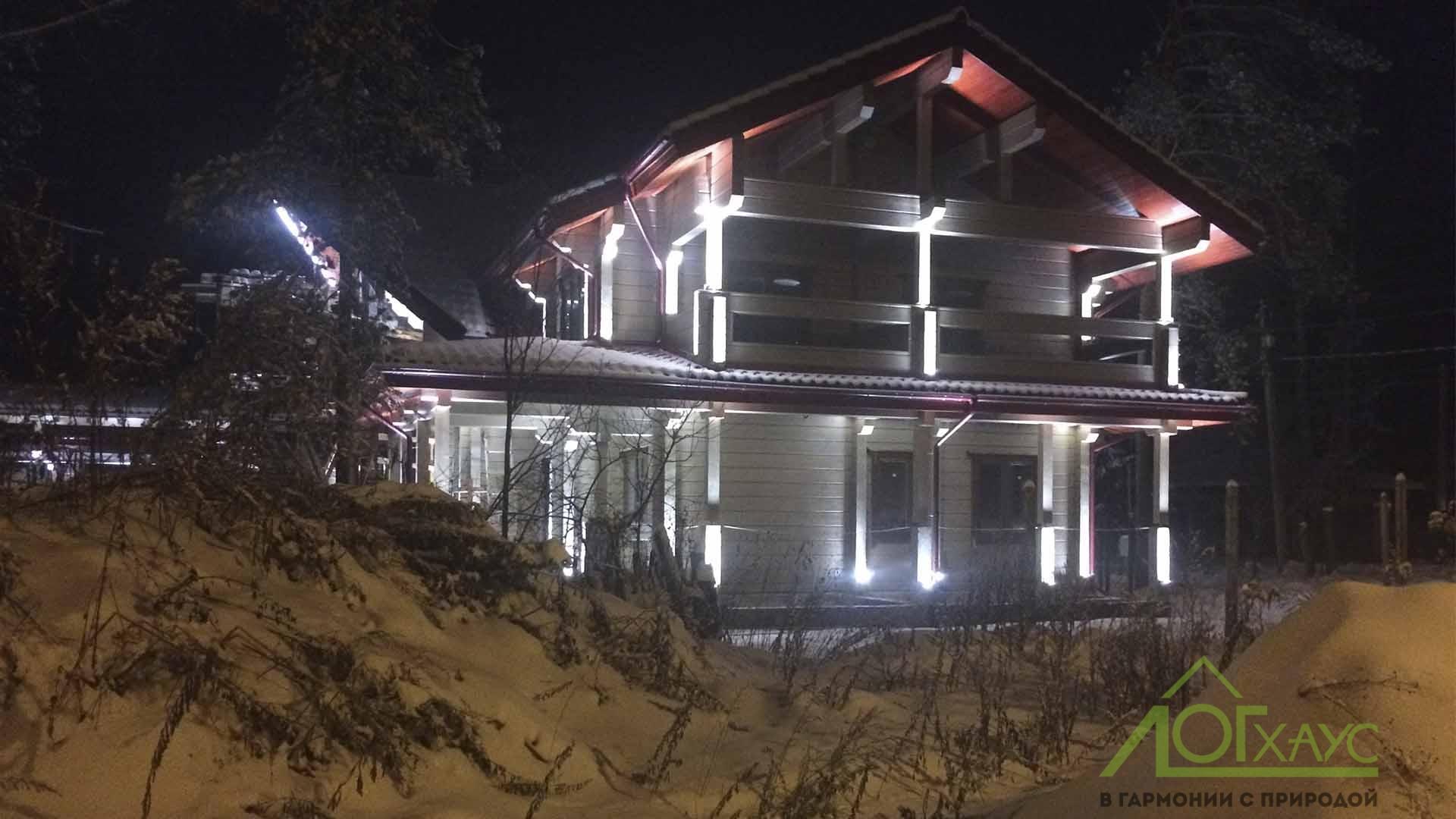 Фасадное освещение дома из бруса