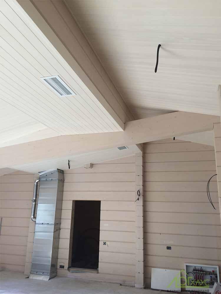 Деревянные потолки в доме из клееного бруса