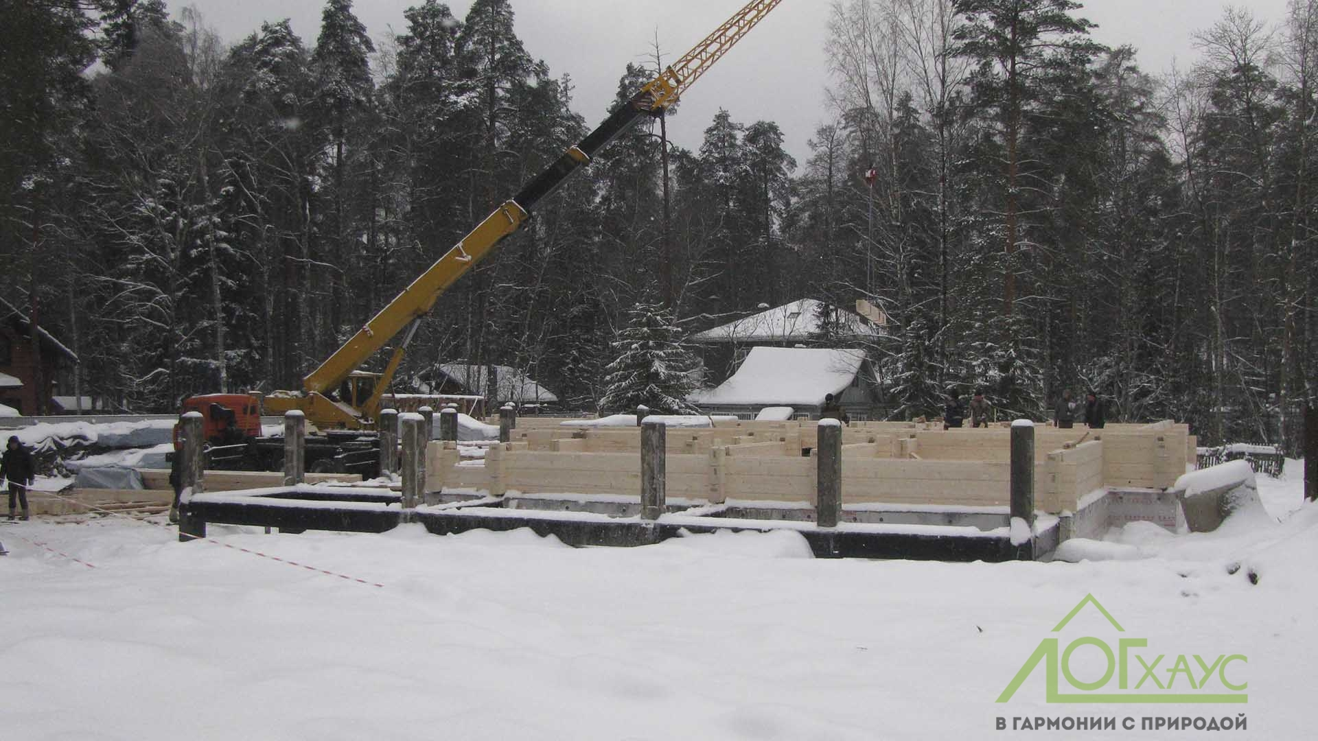 Монтаж конструктива дома из бруса